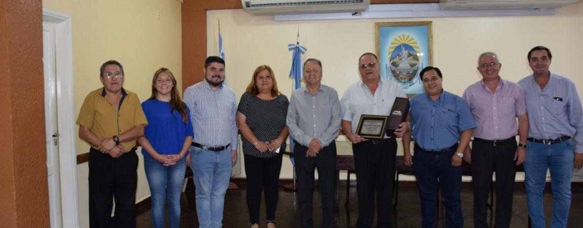 Armando Sánchez, brindó un sencillo homenaje a un trabajador municipal jubilado.